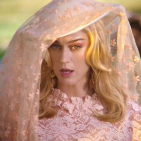 "KATY PERRY AU SOMMET AVEC ""NEVER REALLY OVER"""