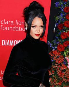 RIHANNA ENCEINTE DE SON PREMIER ENFANT? LA PHOTO QUI AFFOLE LA TOILE!